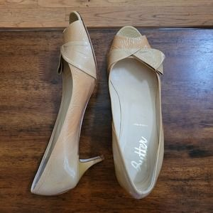 Butter Shoes Patent Leather Kitten Heels T…